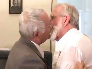 Kissing: 47 Videos