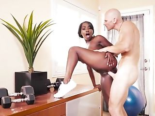 Arsch, Große Titten, Schwarz, Blowjob, Trainer, Sperma In Den Mund, Cumshot, Doggystyle, Facesitting, Faketitten,